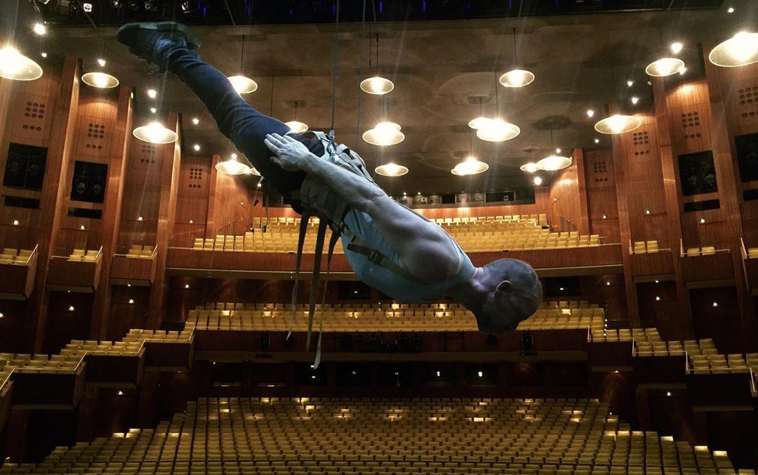 Stunt swivel harness, stunt rigging, flying, aerial perfomances, stuntmen